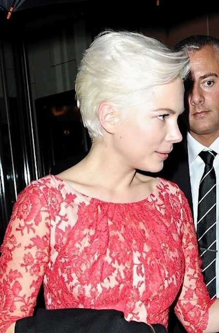 Short-Extremely-Light-Layered-Pixie Short blonde hairstyles