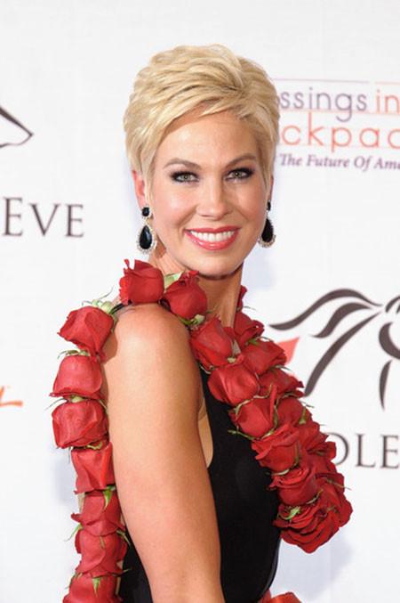 Short-Layered-Perfect-Blonde-Hair Best Celebrity Short Hairstyles