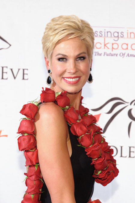 Short-Layered-Perfect-Blonde-Hair Best Celebrity Short Hairstyles