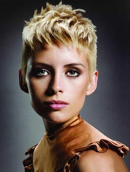 Short-Thick-Blonde-Boyish-Look Short blonde hairstyles