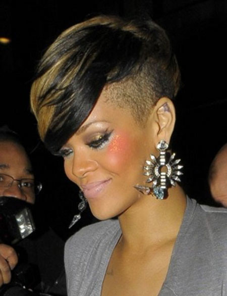 Short-Two-Colour-Straight-Pixie Best Celebrity Short Hairstyles