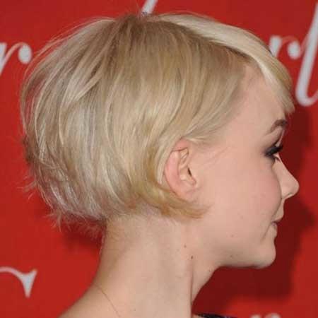 Short-Voluminous-Straight-Line-Bob Short blonde hairstyles