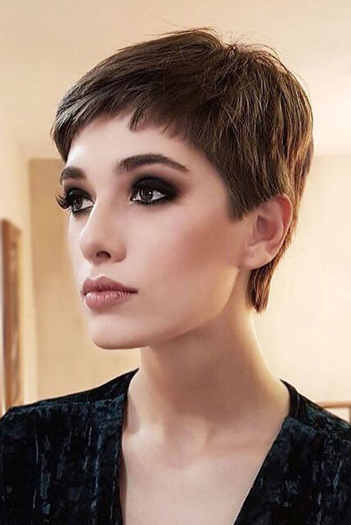 Simple-Pixie-Style-1 Short Brown Hairstyles for Fashionable Women