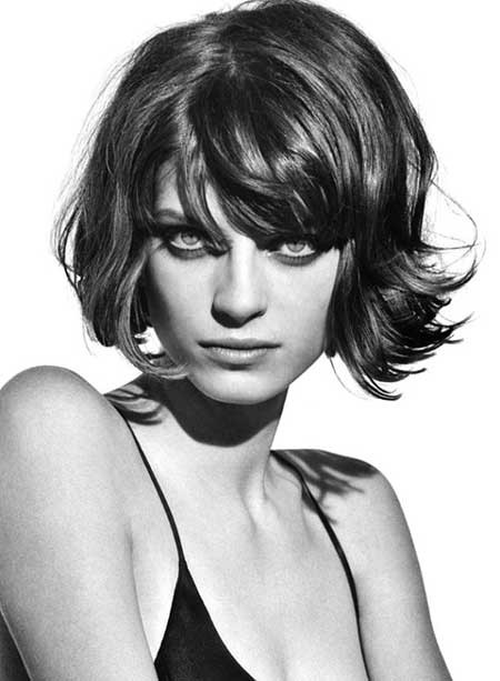 Wavy-Hairdo-with-Short-Bangs The Best Wavy Hairstyles for Short Hair