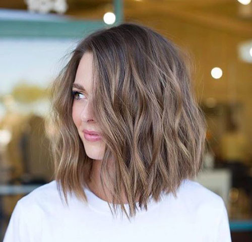 Wavy-Inverted-Bob-Cut Best Wavy Bob Hairstyles You will Like