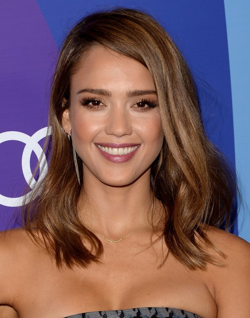 2014-Jessica-Alba-Medium-Hairstyles-Straight-Haircut-and-Side-swept-Bangs Top 100 Celebrity Hairstyles 2019