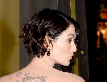 Back-View-of-Simple-Side-Swept-Wavy-Inverted-Bob Short Wavy Hairstyles 2019