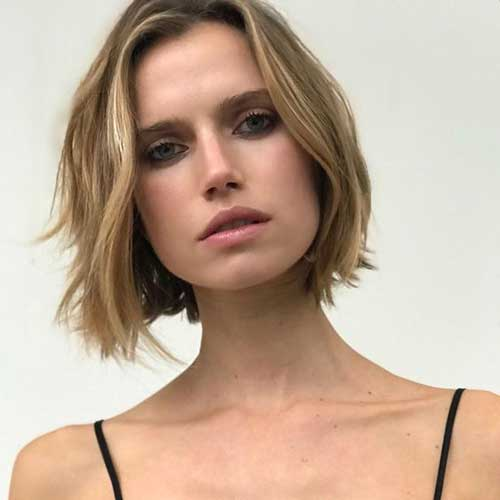 Blunt-Bob Short Haircuts for Round Face Shape