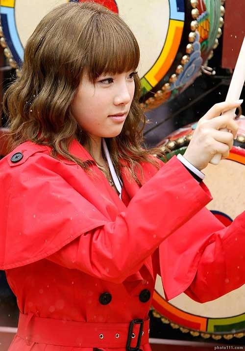 Kim-Taeyeon-Wavy-Hair-with-Thin-Bangs Short Wavy Hairstyles With Bangs