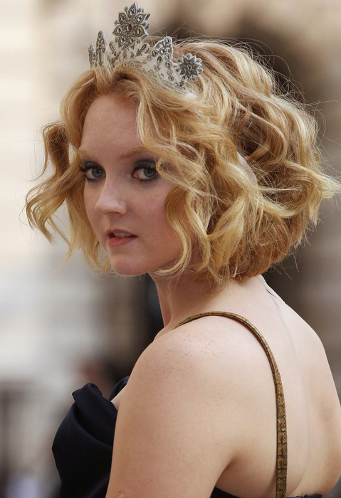 Lily-Cole-Short-Wavy-Curly-Hairstyle-for-Wedding Popular Short Hairstyles for Women 2019