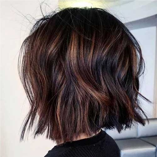 Messy-Waves Wavy Short Hair Styles for Chic Ladies