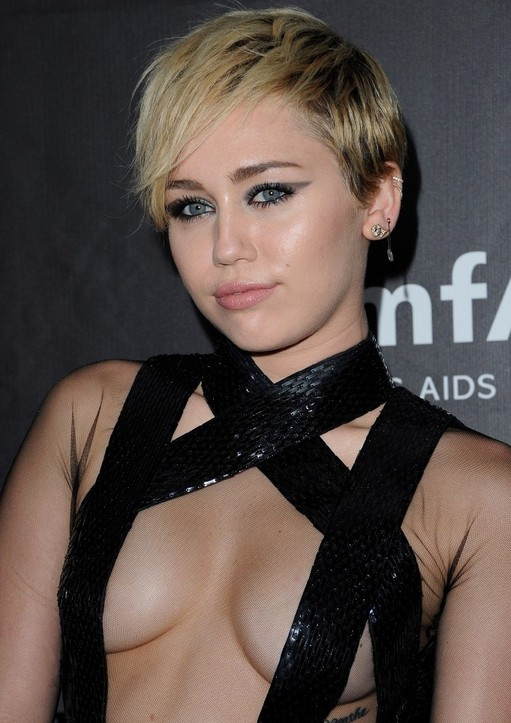Miley-Cyrus-Layered-Razor-Cut-with-Bangs-for-Women Popular Short Hairstyles for Women 2019
