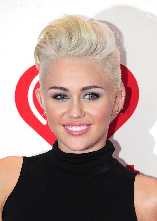 Miley-Cyrus-Short-Straight-Boy-Cut-for-Women Popular Short Hairstyles for Women 2019