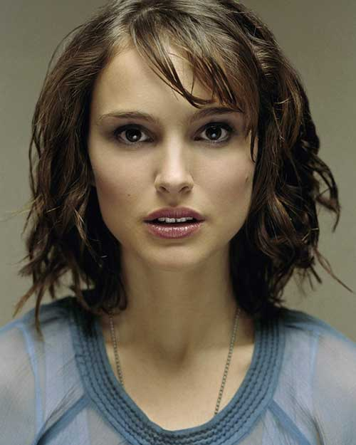 Natalie-Portman's-Short-Hairstyle-and-Bangs Short Wavy Hairstyles With Bangs