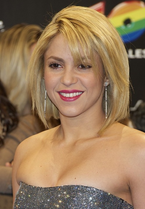 Shakira-Short-Layered-Bob-Hairstyle-for-Women Popular Short Hairstyles for Women 2019
