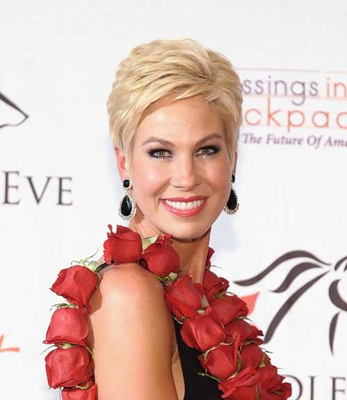 Short-Layered-Pixie-Haircut-with-Side-Swept-Bangs Best Pixie Haircuts