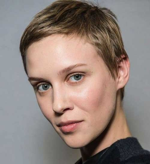 Short-Side-Swept-Decent-Boyish-Hairstyle-for-Girls Best Pixie Haircuts