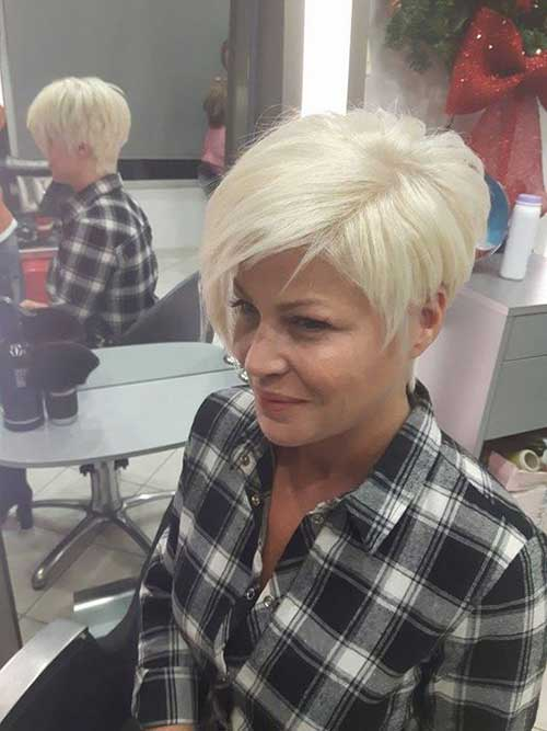 Short-and-Sassy-Pixie-Haircut Modern Short Blonde Hairstyles for Ladies