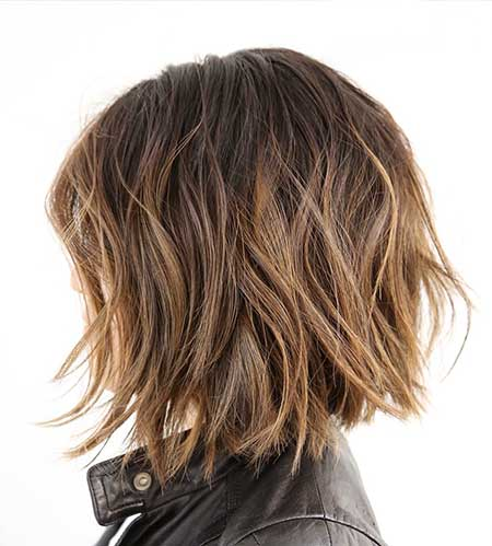 Simple-Short-Wavy-Hairstyle-with-Blonde-Highlights Short Wavy Hairstyles 2019