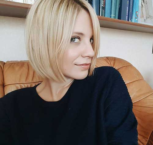 Blunt-Blonde-Bob-Haircut Latest Short Hairstyles for An Amazing Look