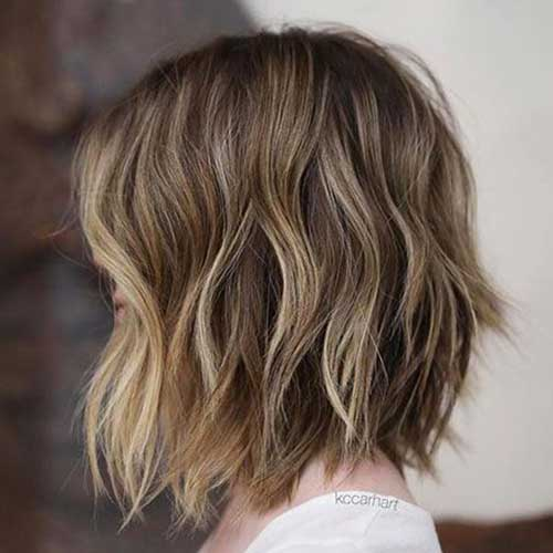 Brown-Hair-with-Blonde-Highlights Short Wavy Hairstyles for Women with Style