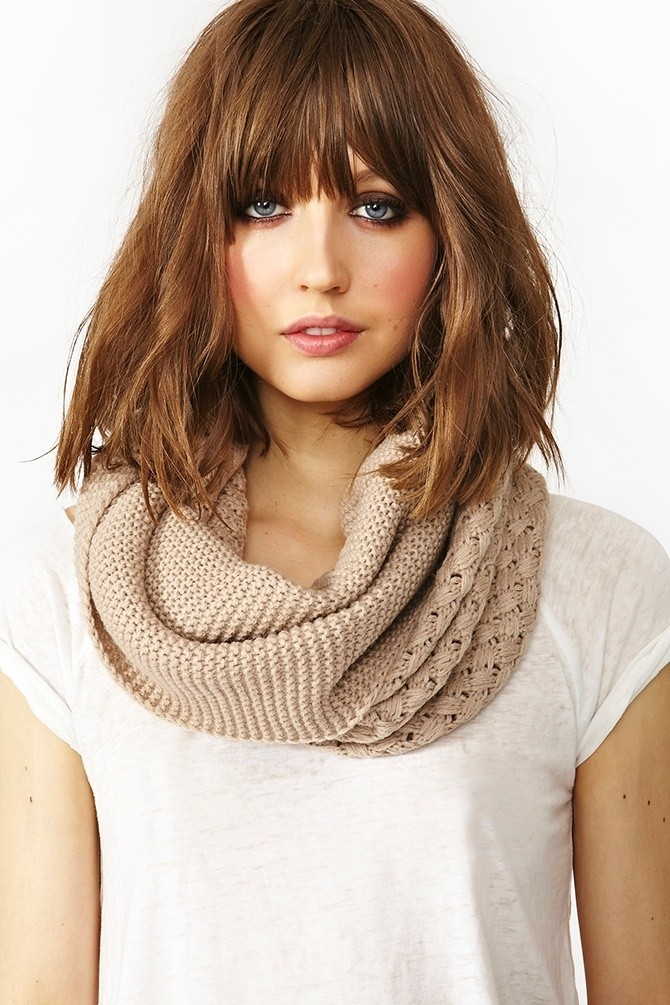 Medium-Wavy-Hairstyle-with-Blunt-Bangs-1 Beautiful Hairstyles for Thin Hair 2019