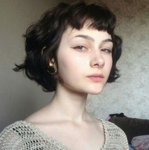 Short-Hairstyle-for-Wavy-Hair-with-Short-Bangs Most Pretty Short Wavy Hair with Bangs Ideas