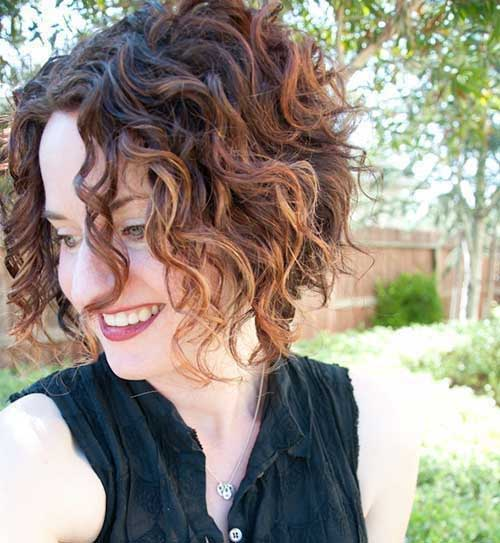 Tapered-Bob-Cut-for-Curly-Hair Cute Short Curly Hairstyles for Sweet View