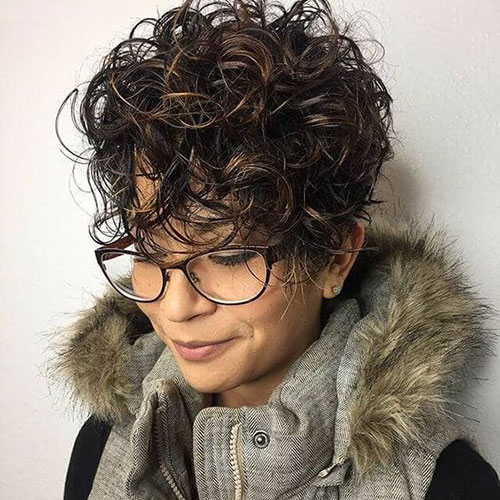Very-Short-Hairstyle-for-Curly-Hair Very Short Curly Hairstyles for Smart Ladies