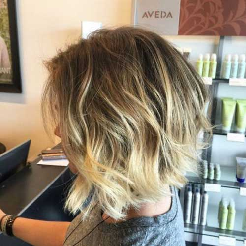 Wavy-Bob-Style Short Wavy Hairstyles for Women with Style