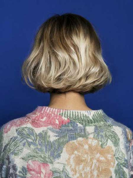 Back-View-of-Short-Wavy-Hair Best Short Haircuts for Wavy Hair