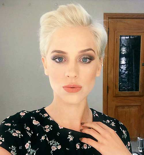 Blonde-Pixie Best Short Hairstyle Ideas for Oval Faces