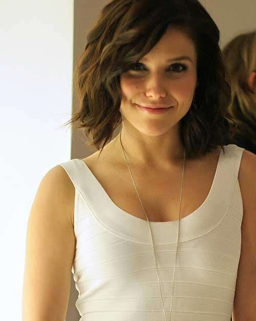 Cute-Girl-Hairstyle-for-Short-Wavy-Hair Best Cute Girl Short Haircuts To Help You Out