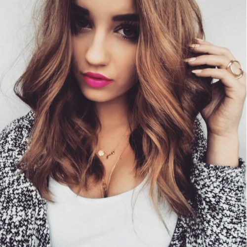 Medium-Wavy-Hairstyle-for-Girls Flattering Medium Hairstyles for 2019