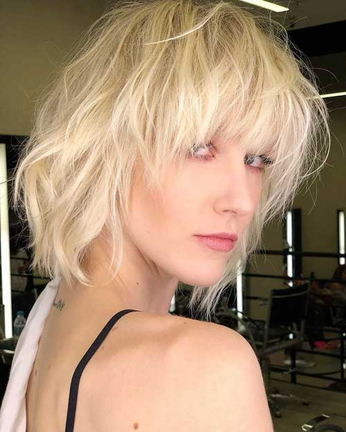 Messy-Hair Popular Short Layered Hairstyle Ideas