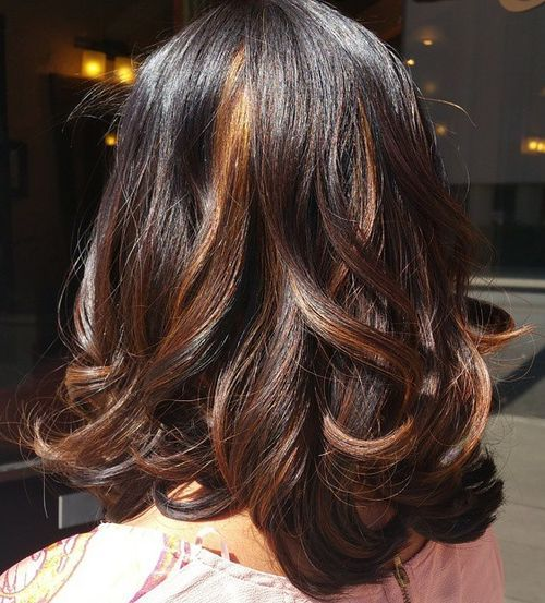 Pretty-Highlighted-Mid-length-Curls Awsome Highlighted Hairstyles for Women – Hair Color Ideas