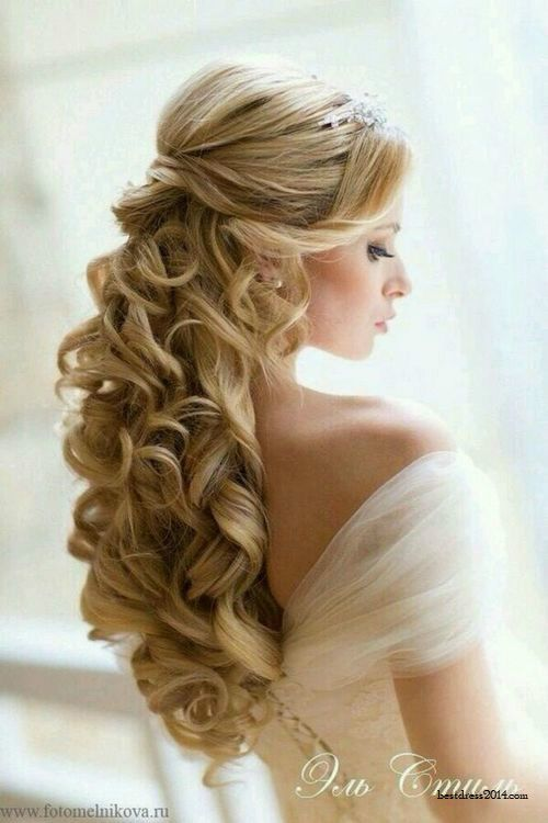 Stunning-Half-Up-Curly-Wedding-Hairstyle Perfect Curly Wedding Hairstyles
