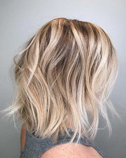 Wavy-Hair Popular Short Layered Hairstyle Ideas