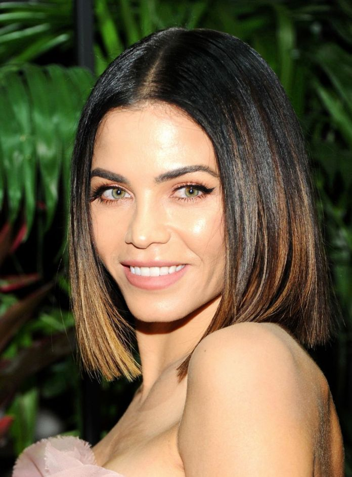 Classic-Middle-Parted-Bob-Hairstyle-for-Chubby-Face Glorious Short Hairstyles for Chubby Faces