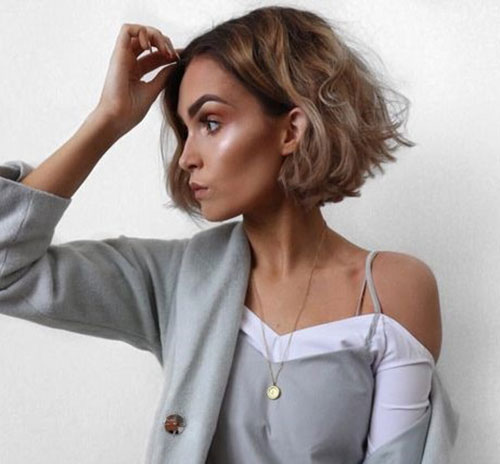 Cute-Messy-Hairstyle-for-Short-Hair Latest Cute Hairstyles for Short Hair