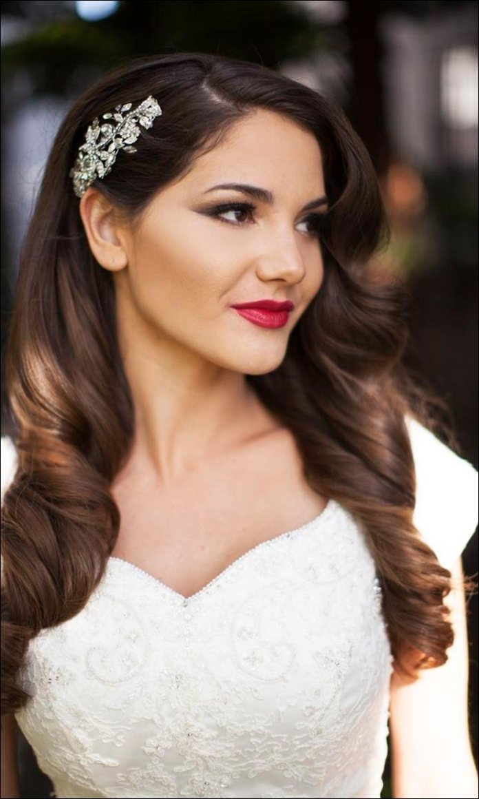 Long-Loose-Curls Loose Hairstyles to Look Relaxed and Ravishing