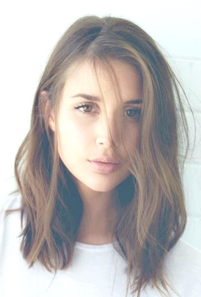 Simple-Waves Top Trending Medium Hairstyles for Girls