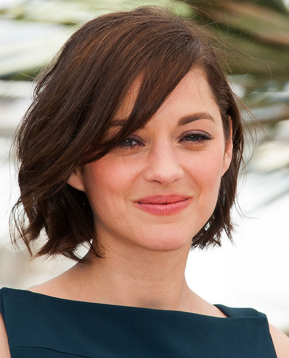 Textured-Hair-with-Swoopy-Bangs Cute Bob Haircuts for Women to Look Charming