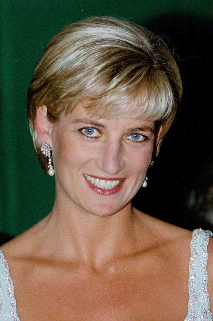Voluminous-With-Bangs Best Short Pixie Cut Hairstyles - Cute Pixie Haircuts for Women