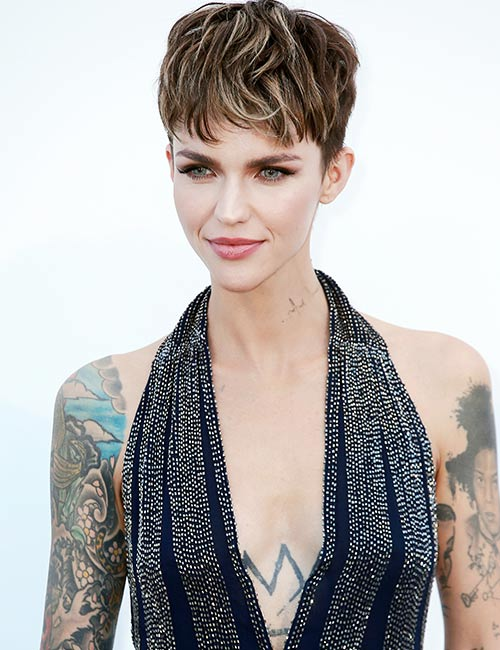 Brown-Hair-With-Blonde-Highlights Celebs With Stunning Short Hairstyles