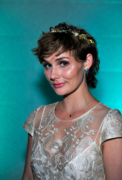 Clare-Bowen-Cute-Hair Trendy Celebrity Short Hairstyles You'll Want to Copy