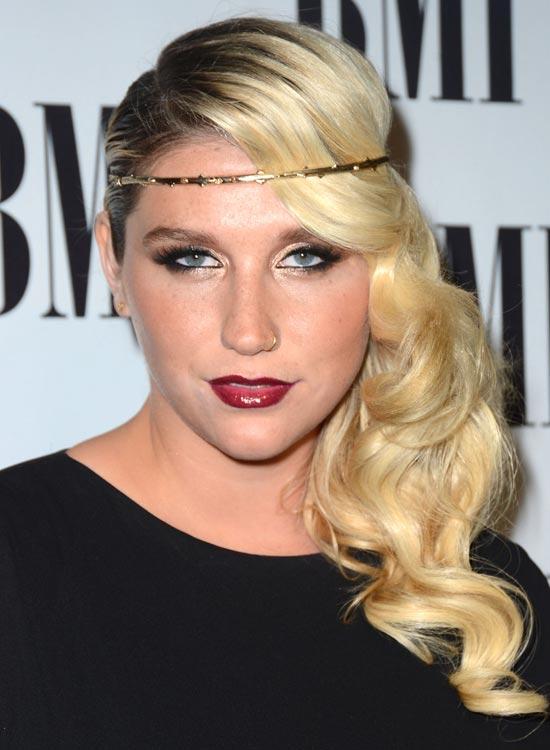 Kesha's-Hippie-Headband Best Hippie Hairstyles