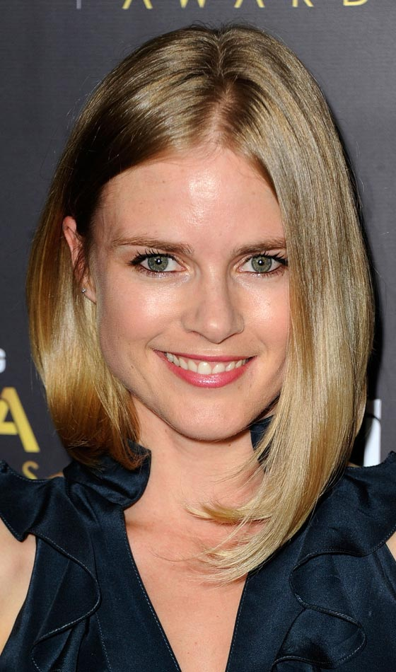 Long-Angular-Bob-In-Golden-Highlights Trendy Highlighted Bob Hairstyles You Can Try Today