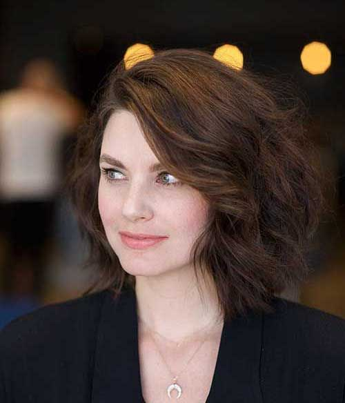 Loose-Wavy-Hairstyle New Modern Short Haircuts for 2019