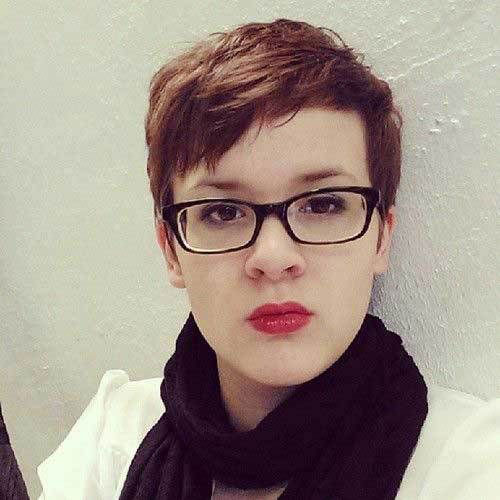 Pixie-Haircut-with-Glasses-1 Short Pixie Cuts for Round Faces